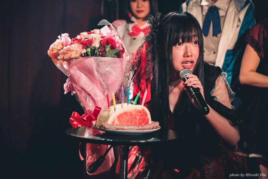 2019/3/31(日) 珠居ちづる生誕祭@新宿SAMURAI お客様が贈ってくださった肉がたケーキと花束